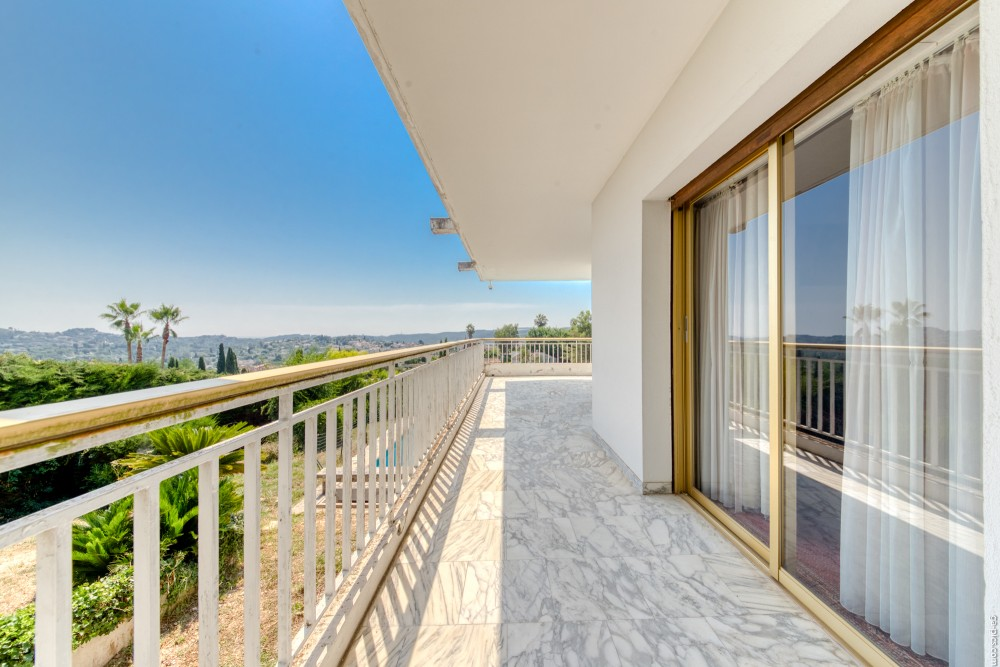 6 bed Property For Sale in Outside Nice,  - 4
