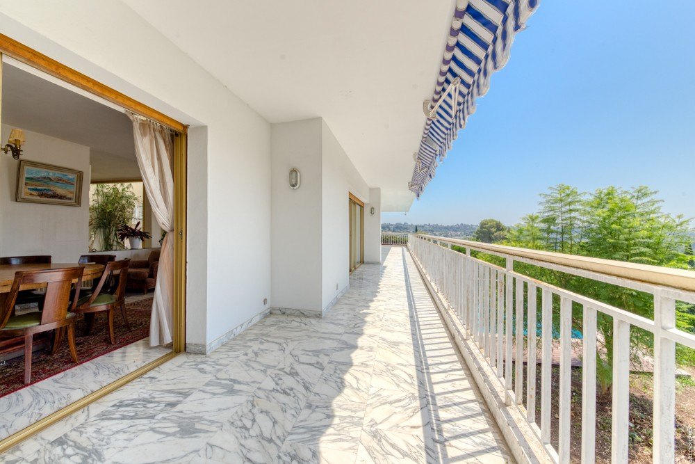6 bed Property For Sale in Outside Nice,  - 6
