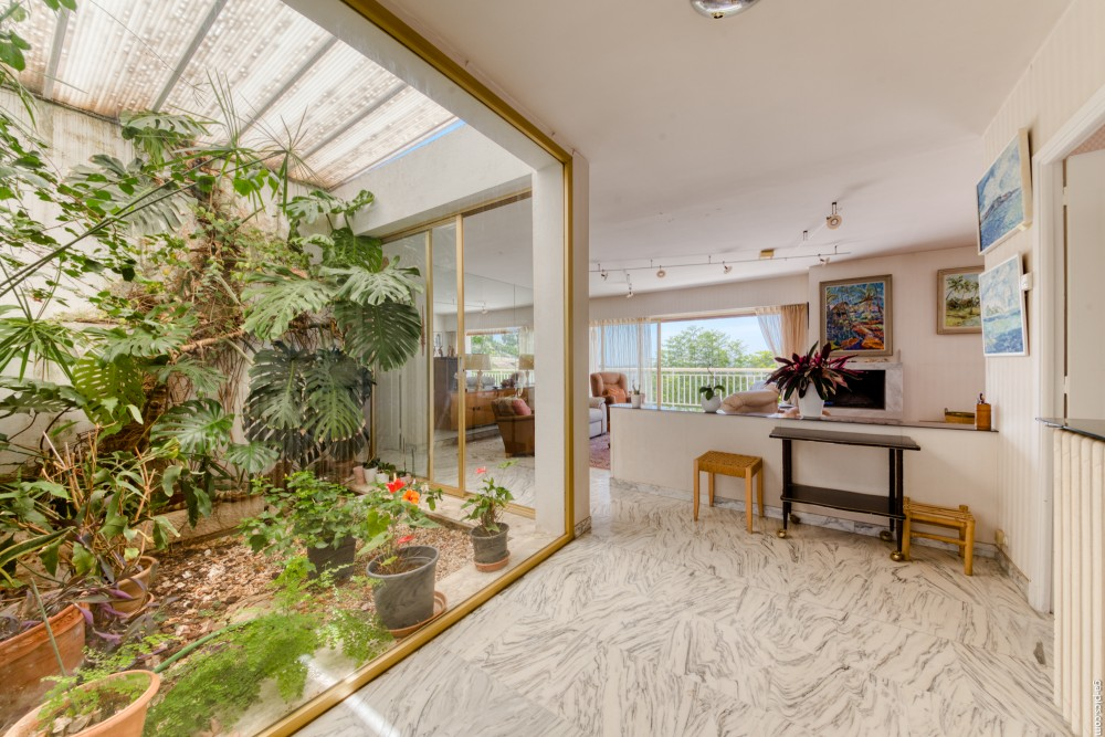 6 bed Property For Sale in Outside Nice,  - 10