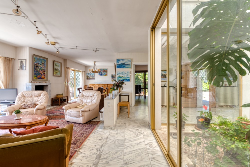 6 bed Property For Sale in Outside Nice,  - 12