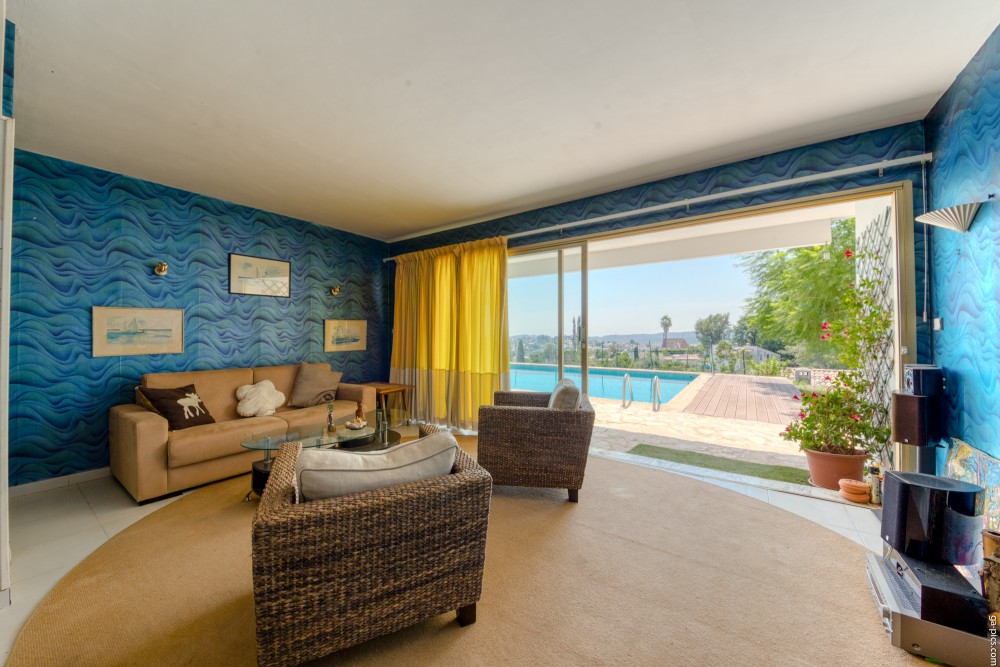 6 bed Property For Sale in Outside Nice,  - 22