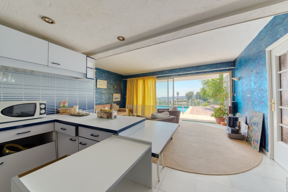 6 bed Property For Sale in Outside Nice,  - 23