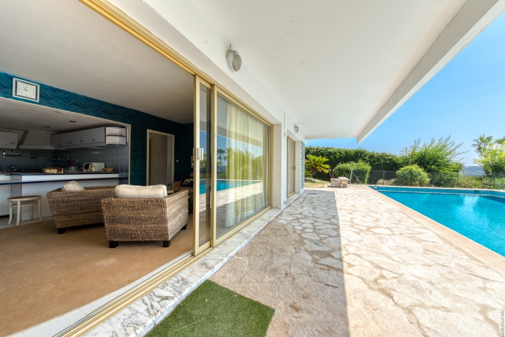 6 bed Property For Sale in Outside Nice,  - 25