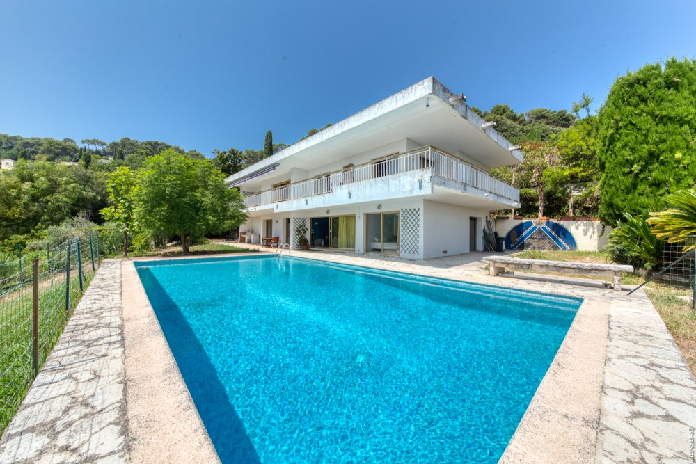 6 bed Property For Sale in Outside Nice,  - 1