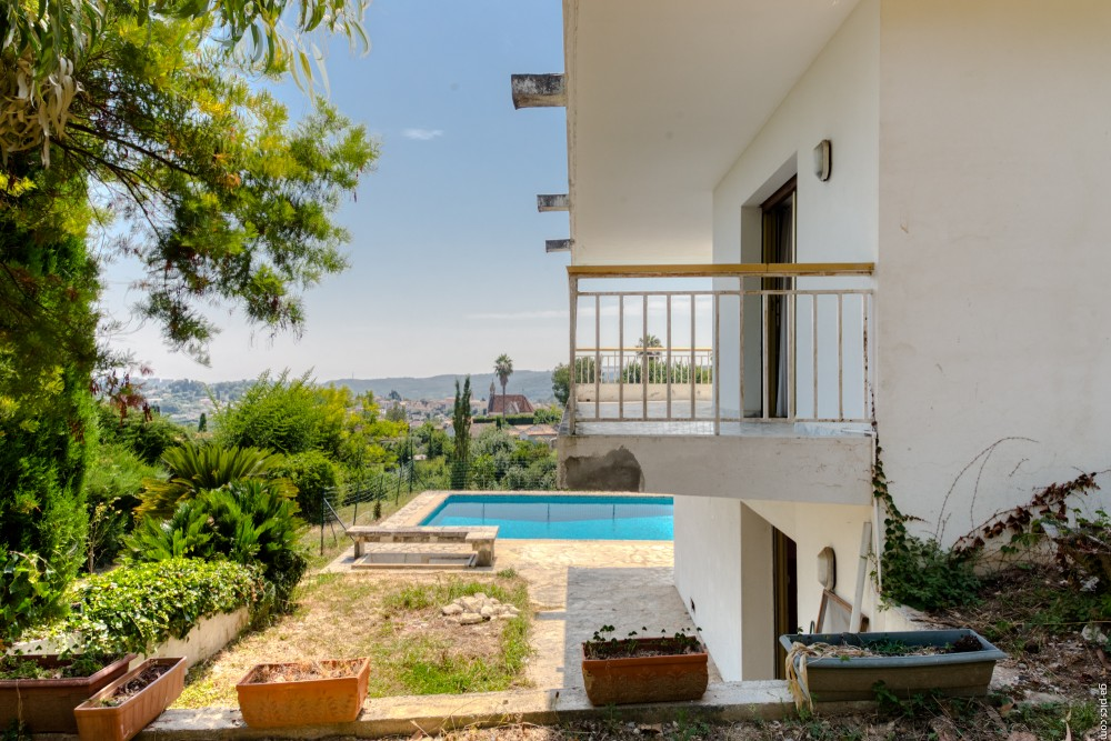 6 bed Property For Sale in Outside Nice,  - 36