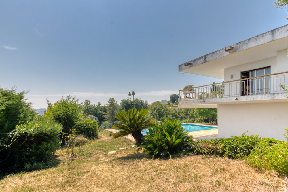 6 bed Property For Sale in Outside Nice,  - 37
