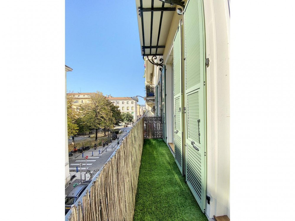 3 bed Property For Sale in Nice,  - 6