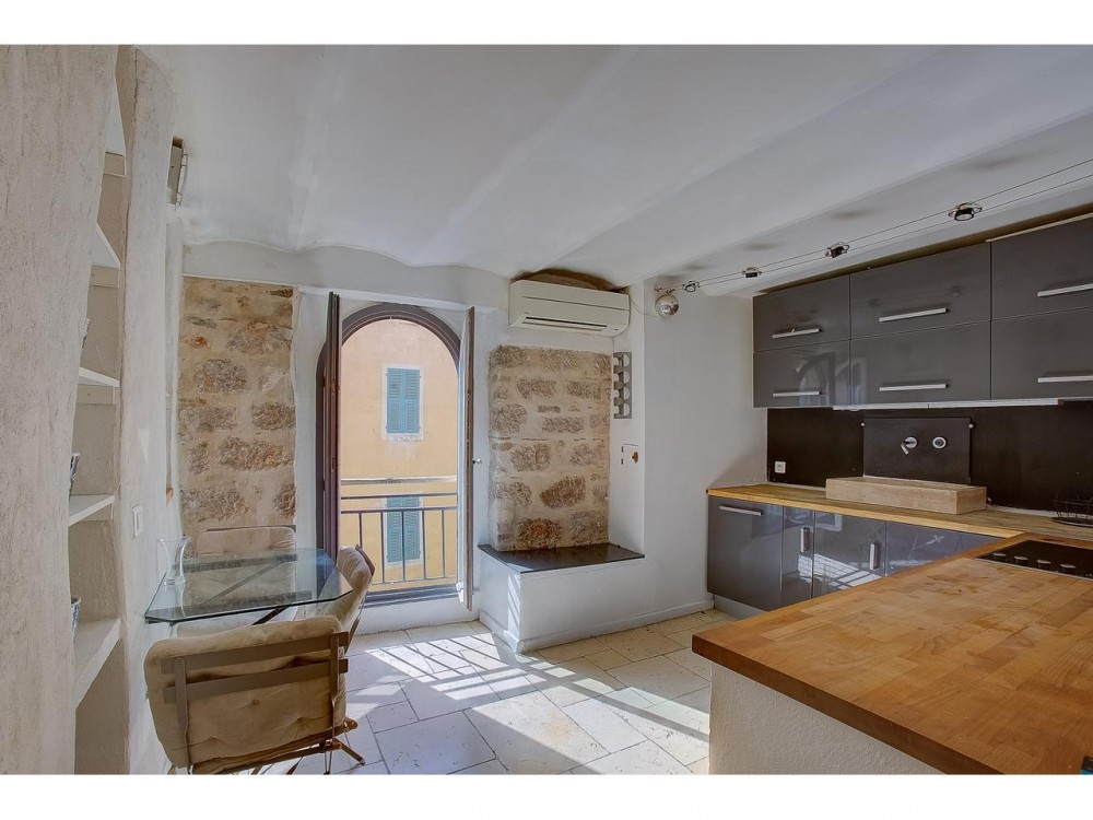 1 bed Property For Sale in Nice,  - 2