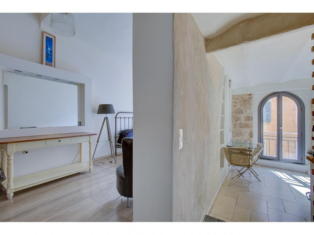 1 bed Property For Sale in Nice,  - 8