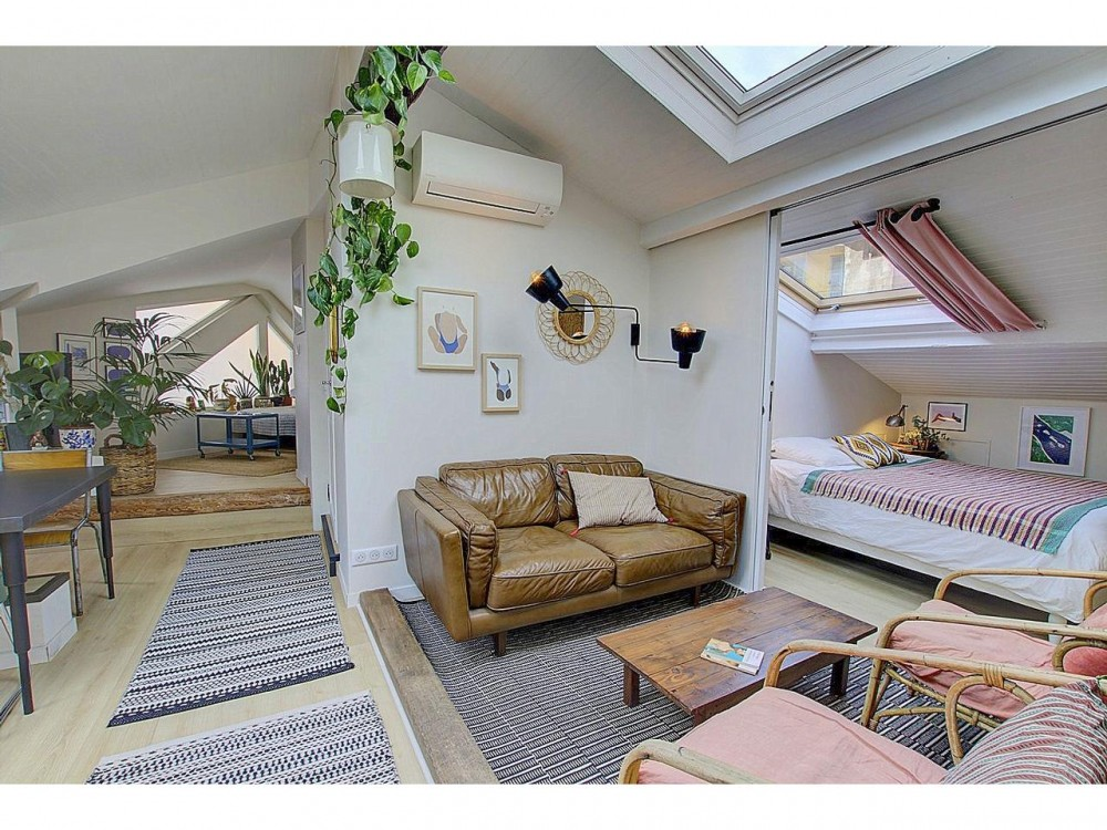 9 bed Property For Sale in Nice,  - 2