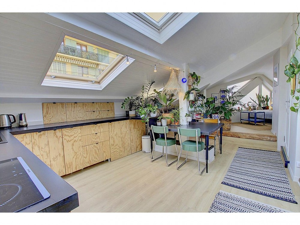 9 bed Property For Sale in Nice,  - 3