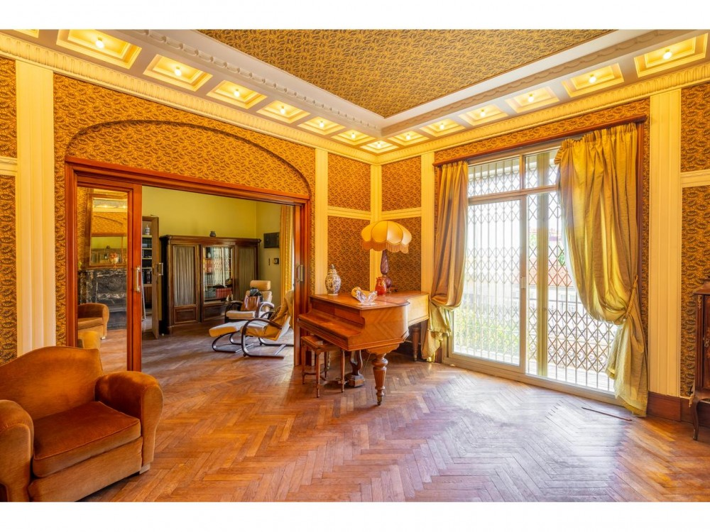 5 bed Property For Sale in Nice,  - 2