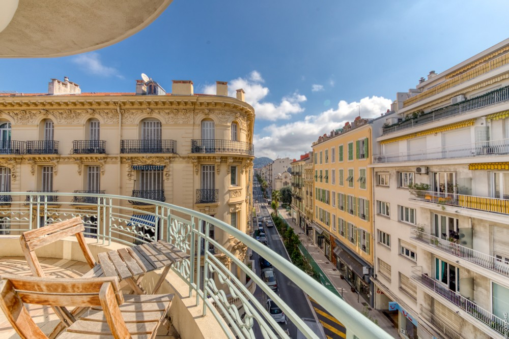 2 bed Property For Sale in Nice,  - 1