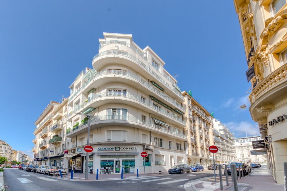 2 bed Property For Sale in Nice,  - 13