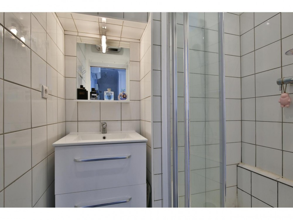 1 bed Property For Sale in Nice,  - 7