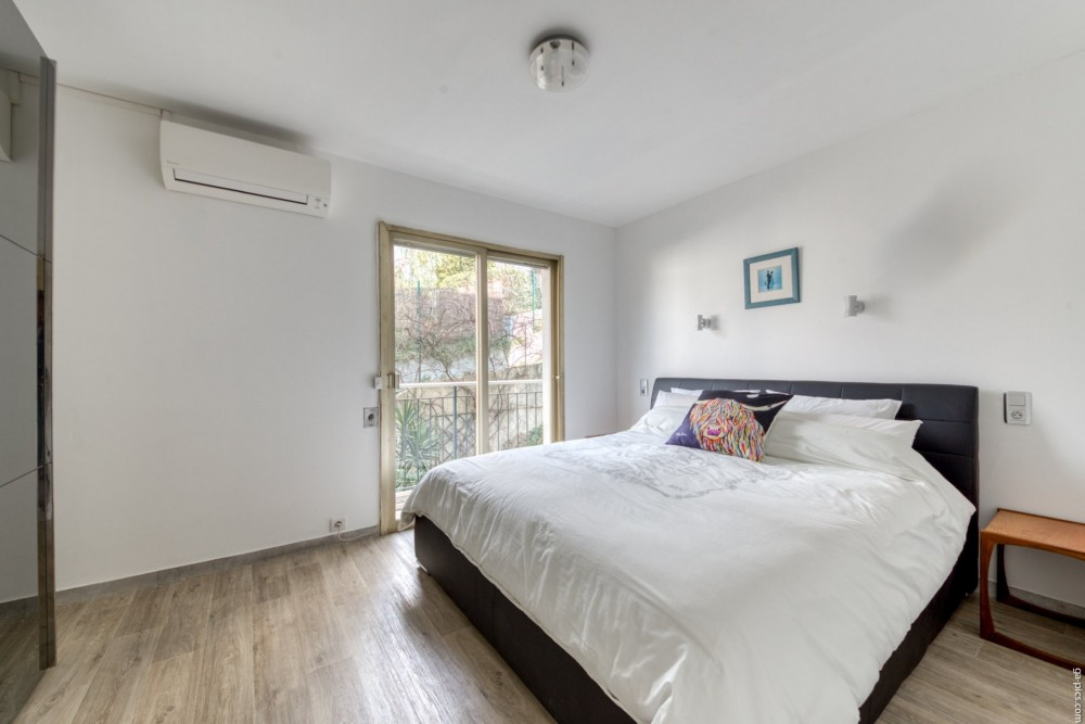 2 bed Property For Sale in Nice,  - 10