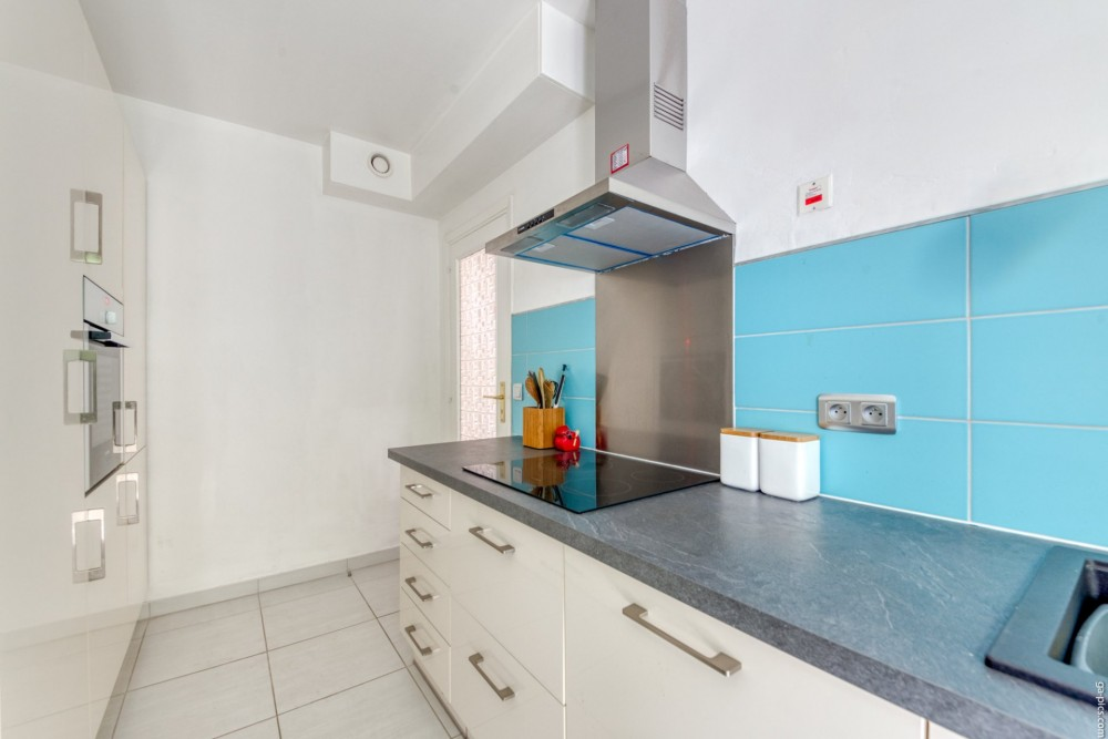 2 bed Property For Sale in Nice,  - 17