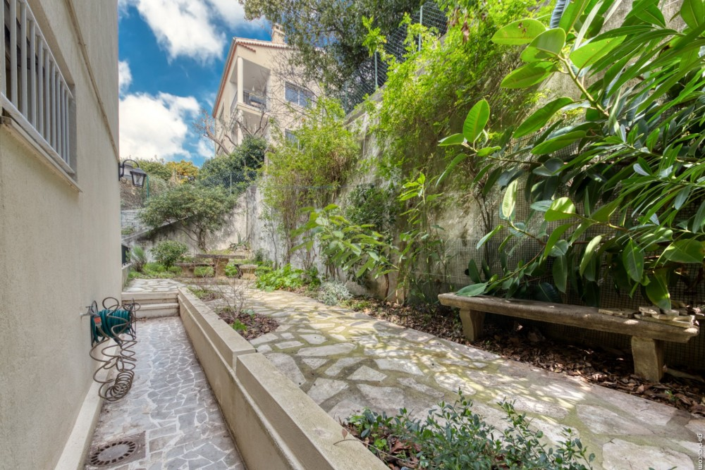 2 bed Property For Sale in Nice,  - 24